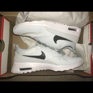 NWT🎉 Nike women's AIRMAX THEA!!!